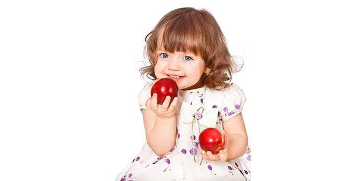 Две ябълки